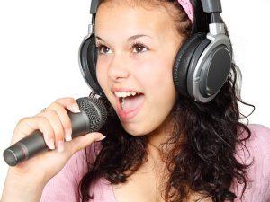 איך בוחרים שיר כניסה לבת מצווה?