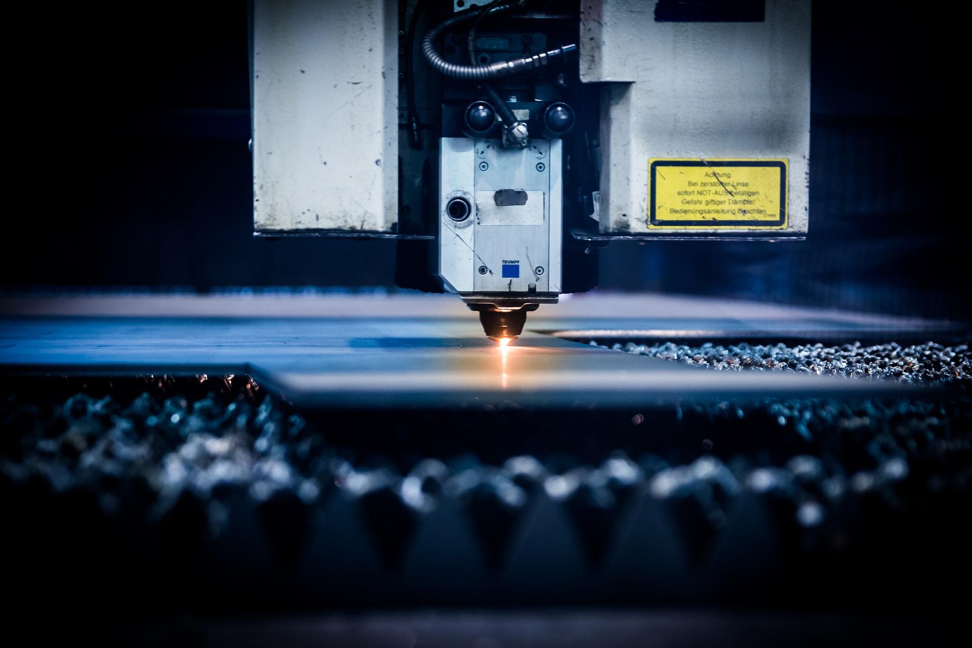 מה ההבדל בין מכונות CNC ובין מכונות חריטה?
